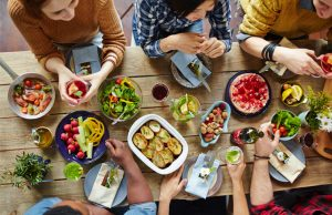 health-eating-among-friends